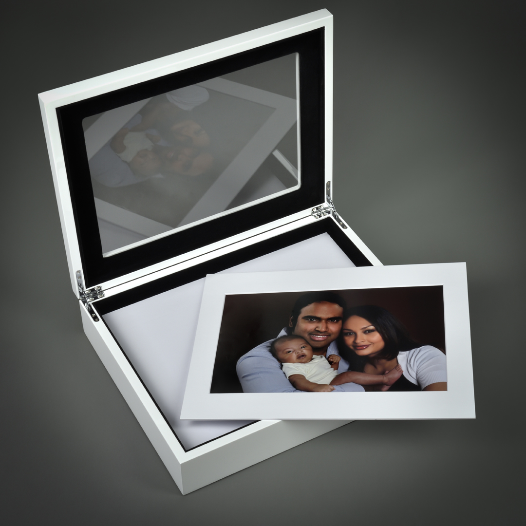 Deluxe High Gloss Portrait Box with Image art mount